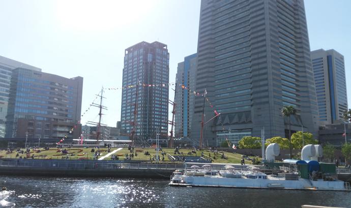 水上バスから見るランドマークタワー